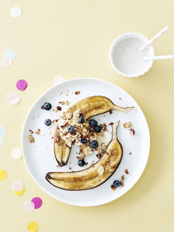 Gekaramelliseerde banaan met granola en blauwe bessen - Libelle Lekker