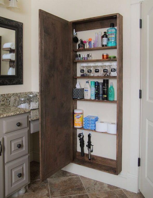 Jeder kennt das Problem: Dein Badezimmer sieht aus, als ob eine Bombe zerplatzt ist! Zahnbürsten, Cremes, Handtücher, Bademäntel und dreckige Wäsche liegen überall verstreut. Wie kann man diese Dinge in den Griff bekommen? Vielleicht helfen dir einige von den 11 Tipps hier unten!