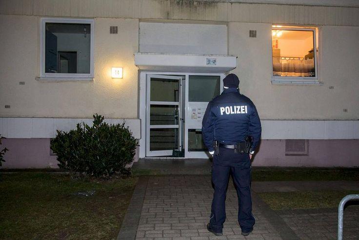 In einem Wohnheim an der Wilhelm-Müller-Straße hat ein 15-Jähriger einem 16-Jährigen mit einem Messer in den Bauch gestochen. Die Polizei fahndet nach dem Jungen, der als unbegleiteter minderjähriger Flüchtling gekommen sein soll.
