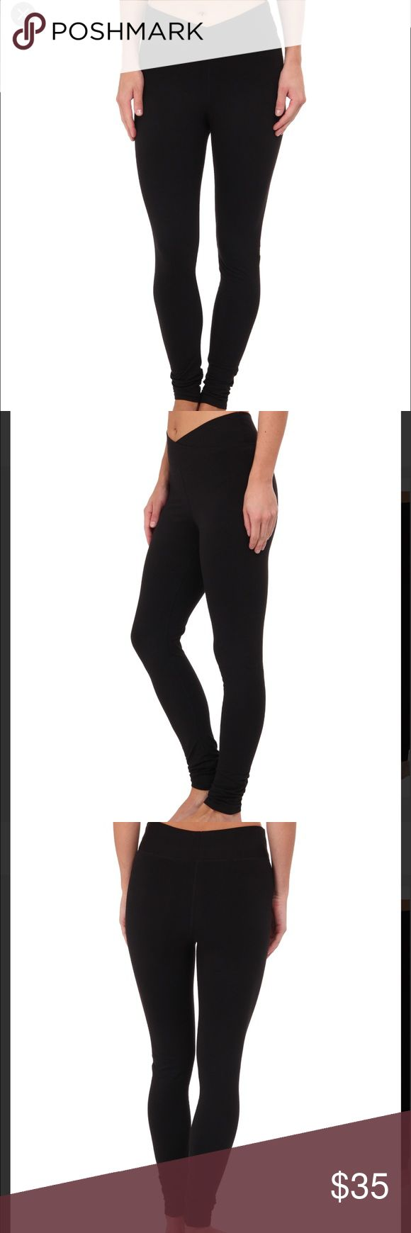 Yummie NAVY Hannah leggings Pics show black leggings on model but this will be in a NAVY COLOR. In excellent condition. Any wear is minimal. No flaws. A pant for all your active endeavors in and out of the gym. 360° of control keeps you slim, smooth, and comfortable all day long. Flattering V-shaped waistband. Mid rise. Comfortable flat-lock seams. 86% cotton, 14% Lycra® spandex. Yummie by Heather Thomson Pants Leggings