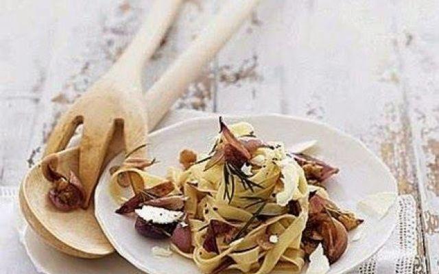 Fettuccine con confit di scalogni e formaggio di capra. #ricettecucinadolci