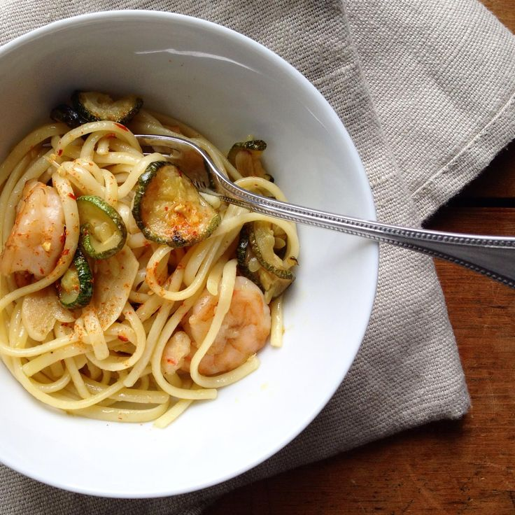 #Linguine #rustichelladabruzzo con #gamberetti e #zucchine fritte in padella - #Ricetta di Domenica Marchetti // http://www.domenicacooks.com