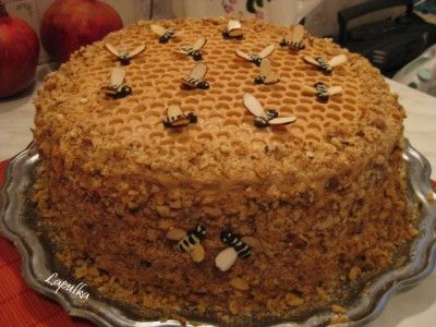 (Russian Honey cake) Медовик «Пчелка» : Торты, пирожные