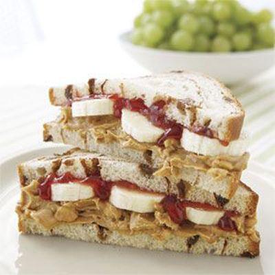 Good Eats: 7 No-Cook Dorm Friendly Meals {pb & j banana sandwich}