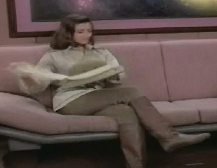 Jennifer Hetrick as Vash in ST TNG Qpid 03
