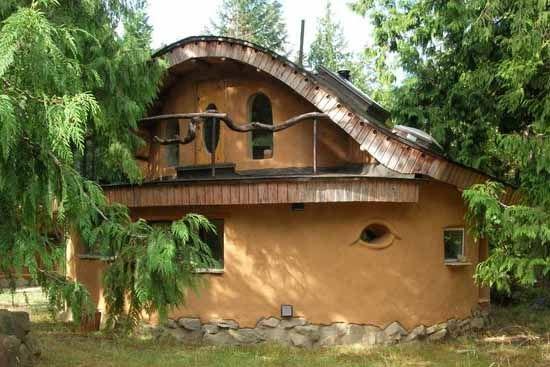 Экологичные дачные домики из соломы и глины