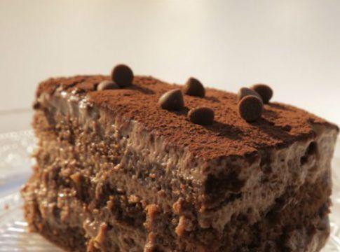 Φτιάξτε την πιο νόστιμη και ελαφριά τούρτα με πραλίνα φουντουκιού χωρίς ζάχαρη!