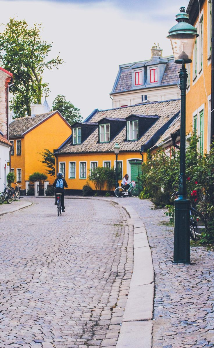 Find out what it's like to live and study in Lund, Sweden. Charming little town, the 'Oxford' of Sweden and home to the biggest university in the country.