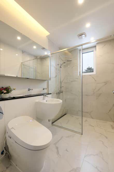 작은 욕실: 위즈스케일디자인의 화장실
