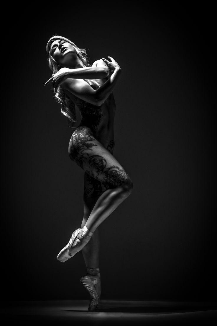 The dancer and the dark - Francesca Stelladiplastica Dancing in the dark