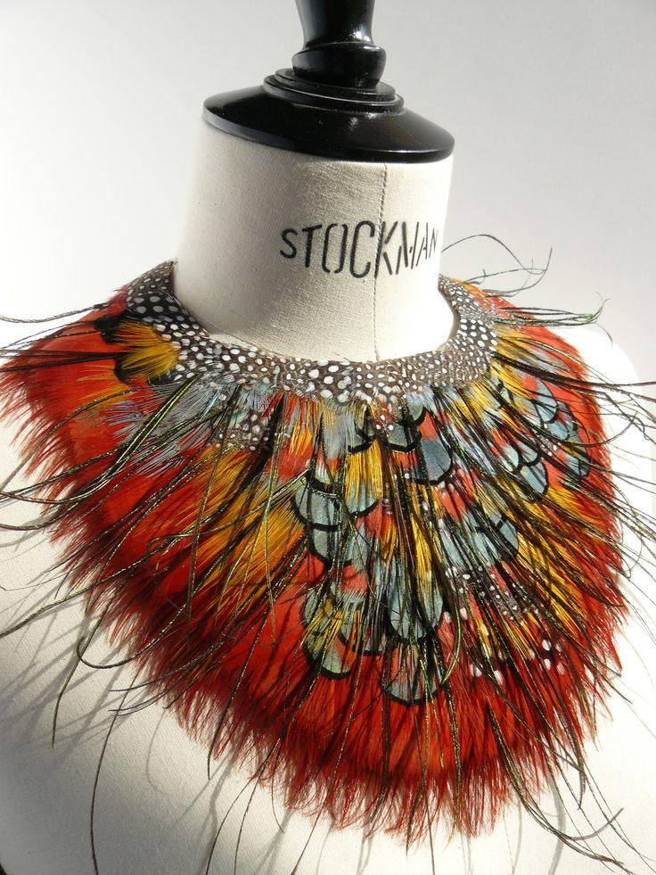 Prune Faux plumassiere à Mouriès feathers collier plastron plumes shirt front necklace