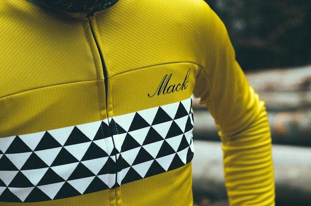 LE MAILLOT DE LA SEMAINE #7 La marque : Mack Le modèle : Ocher La provenance : Pologne L'atout : l'audace des motifs