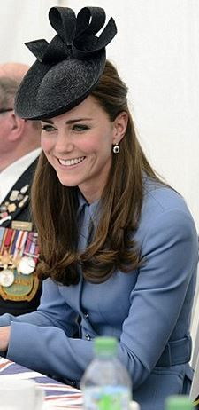 Kate Middleton: Purse – Mulberry  Coat – Alexander McQueen  Hat – Sylvia Fletcher