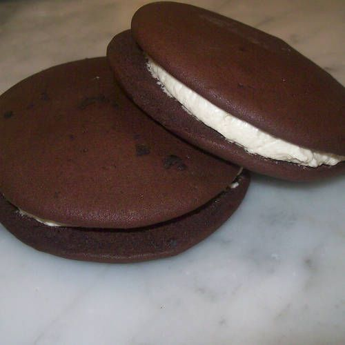 Vegan Whoopie Pies   Definitely need to try this! Wonder if they're as good as my BR ones :D