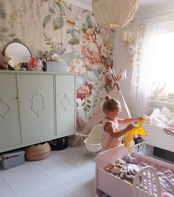 kids room//interior.. Pretty vintage girls bedroom
