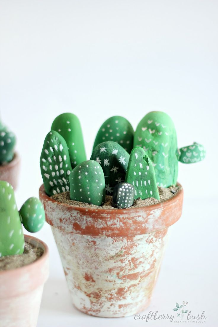 Craftberry Bush: Cactus made of painted rocks - a children's craft via: http://www.papercraftermagazine.co.uk/10-kids-craft-ideas