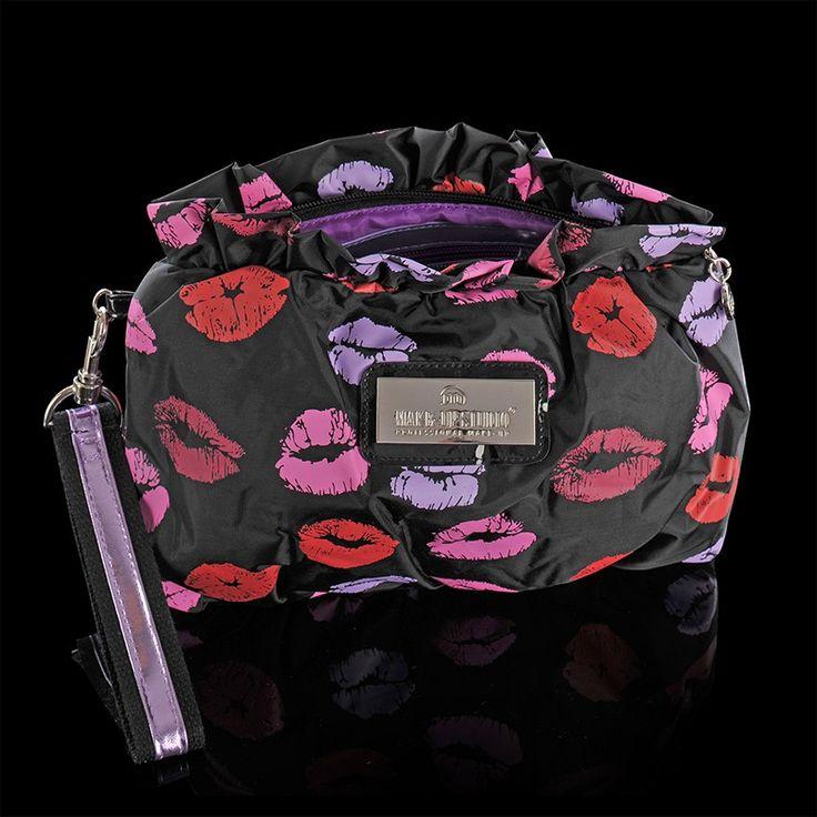 COLLECTION TREND - LIPS MEDIUM Handig formaat trendy tasje met lip design. #makeupstudio #collection #trend #lips