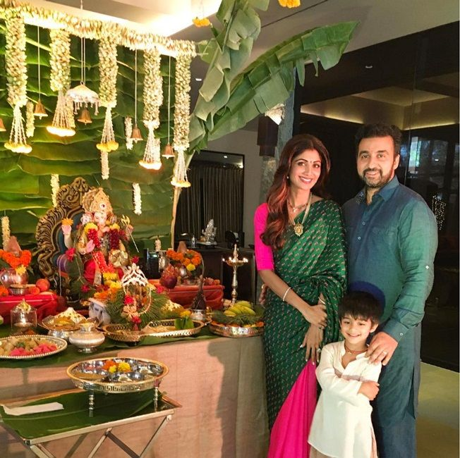 """The saree looks graceful at any function, Shilpa Shetty Kundra wore this amazing pink and dark green sari on the occasion of Ganesh Chaturthy which she says is """"The most comfy sari I've worn"""". Allow us to help you find yours"""