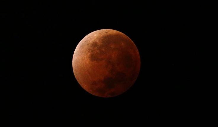 Eclissi lunare il 4 aprile appuntamento con la Luna rossa