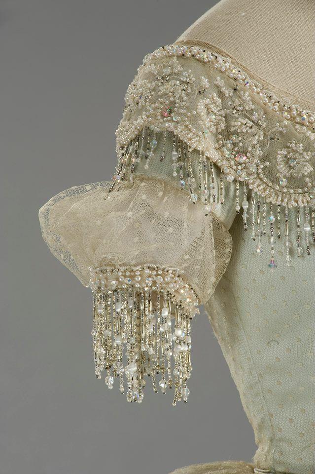 Costume designed by Piero Tosi for Teresa Stratas inLa Traviata(1982)