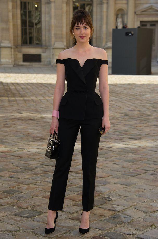 Dakota Johnson-Le premier rang du défilé Dior                                                                                                                                                                                 Plus