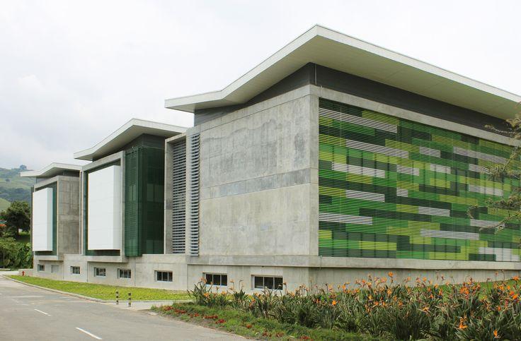 8 Projetos que estão transformando a arquitetura universitária na Colômbia,Edificio de Química e Ingeniería Química  Universidad Nacional de Colombia sede Manizales / José Fernando Muñoz Robledo. Image Cortesía de Universidad Nacional de Colombia
