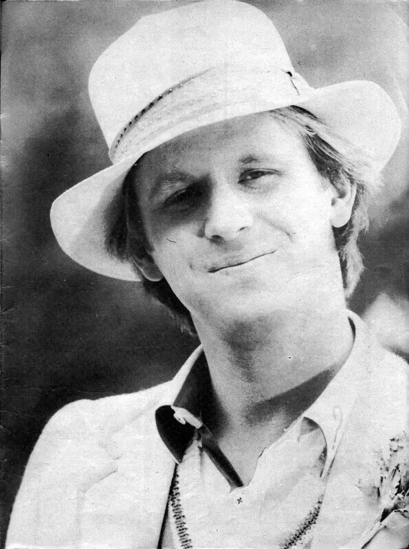 Peter Davison (April 13, 1951) British actor, o.a. known from 'Dr. Who'.