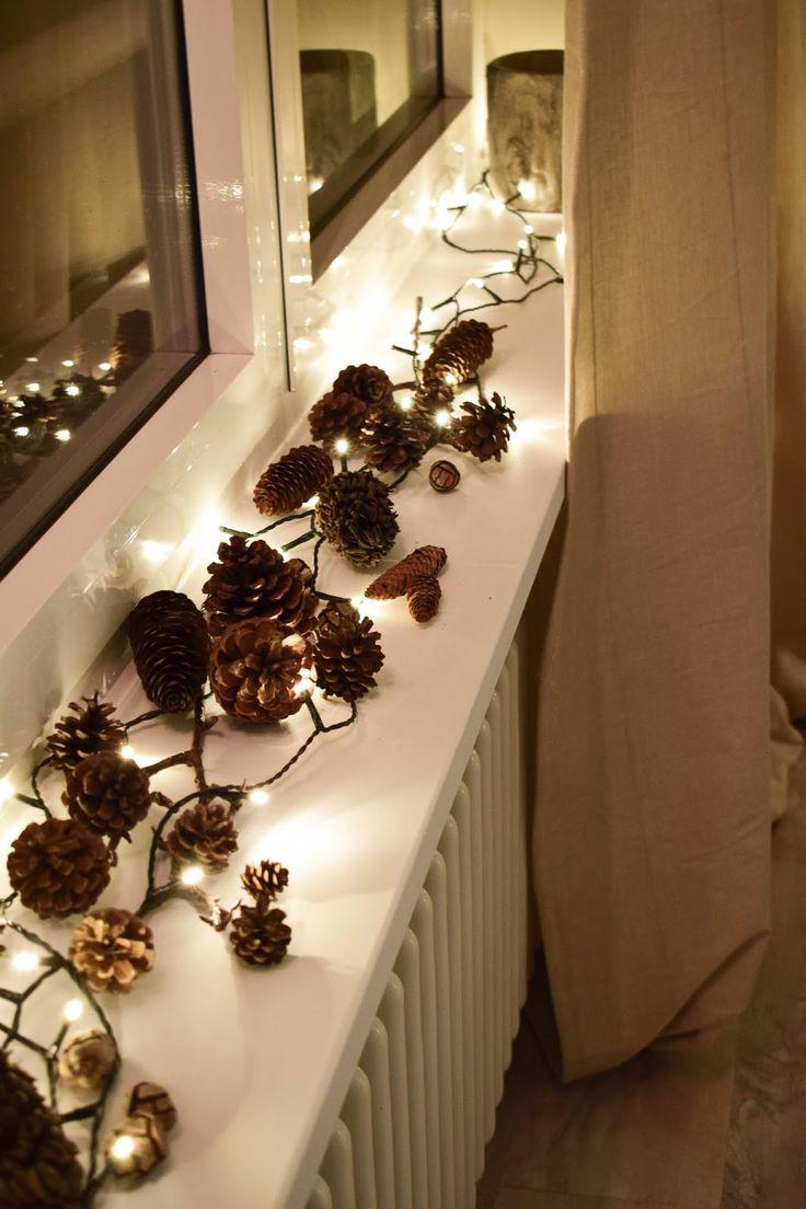 Weihnachtsdeko mit Lichterketten Fenstersims. Dekoidee weihnachtlich dekorieren….