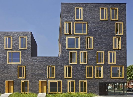 The project is surrounded by heterogeneous elements dating back from the 70′s, and outside of road network. http://nykyinen.com/fres-architectes-social-housing-in-bethune-france/#