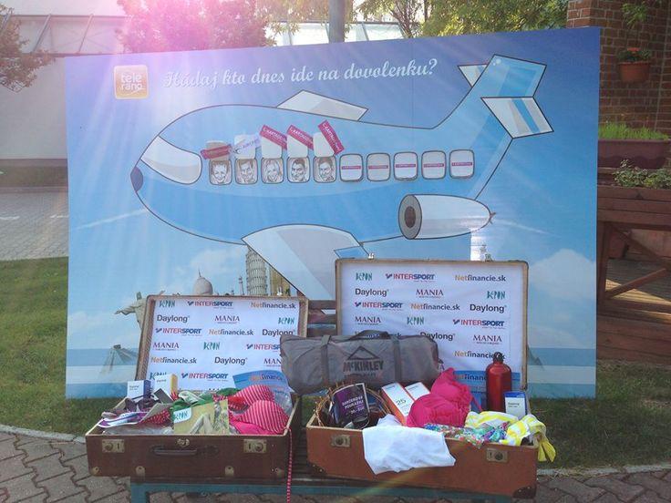Letná súťaž je v plnom prúde! Kliknite na http://dovolenkovanie.markiza.sk/, uhádnite, kto je zobrazený na karikatúre, a budete zaradení do žrebovania o dovolenku a množstvo letných darčekov.  Dnes súťažíme o:  7 dňový all inclusive zájazd v Hurghade od Kartago Tours, solárnu kozmetiku Daylong, poukaz na nákup letného tovaru od spoločnosti Bepon, volejbalovú loptu a sieť pre plážový volejbal od InterSportu.