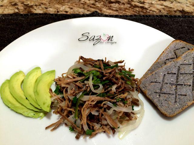 Sencillamente deliciosa para servir con tortillas, tostadas o sola, como mas se te antoje. Ingredientes necesarios: * carne deshebrada ( yo usé falda de res ) * cebolla cortada en lunas delgadas * …