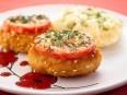 Котлеты из индейки, жаренные с помидорами и сыром