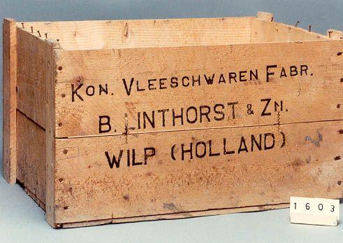 krat van ongeschaafde vurenhouten planken voor 12 conservenbussen van B.Linthorst & Zn Wilp