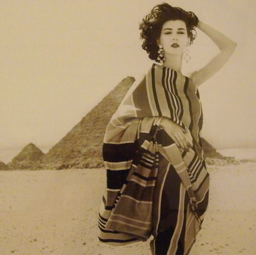 Egypt, January 1952: Dress by Claire McCardell, photo by Richard Avedon Dress by Claire McCardell Great Pyramids of Giza, Egypt January 1951