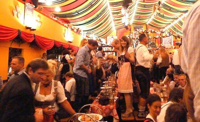 ドイツ旅行!ミュンヘンのビール祭りオクトーバーフェストの雰囲気を ...