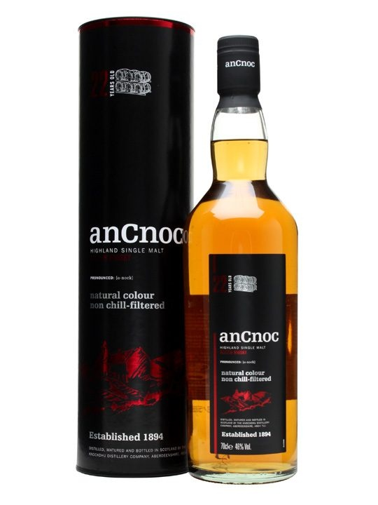 An Cnoc 22 Year Old : Buy Online - The Whisky Exchange - A well aged 22 year old edition of whisky from Knockdhu (aka anCnoc), bottled at 46% with no colouring or chill filtration. It's a mix of American ex-bourbon casks and some Spanish ex-oloroso butts...