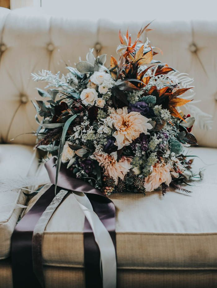 Moody fall wedding bouquet | Image by Inna Yasinska Photography