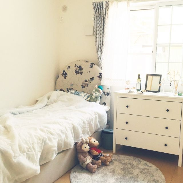 natsuminさんの、ひとり暮らし,1LDK,ダッフィー,ダッフィー&シェリーメイ,ナチュラル,カーテン,レースカーテン,一人暮らし,白が好き,フランフラン,雑貨,IKEA,チェスト,チェストの上のディスプレイ,丸いラグ,ホワイトインテリア,Bedroom,のお部屋写真