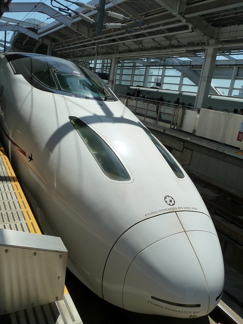 九州新幹線。Kyushu Shinkansen (bullet train)
