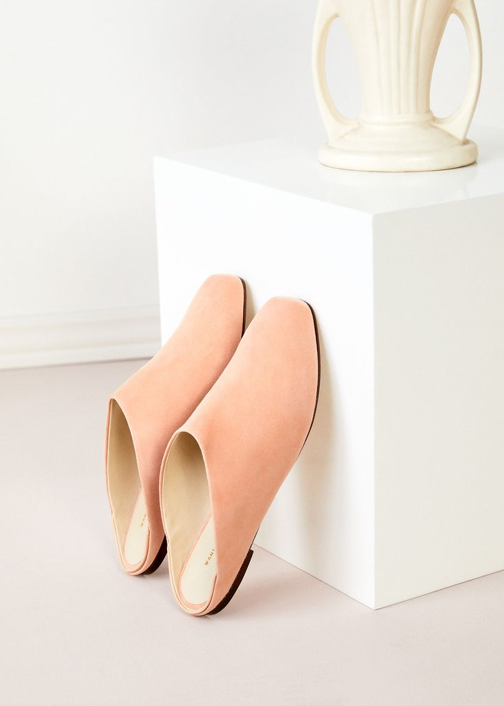 WANT Les Essentiels Page Liked · 20 April ·    The Alia Flat Mule in Desert Rose Suede:  A hybrid of a slipper with a classic mule, our Alia's combine a strong silhouette with delicate proportions. Their unique rounded square toe shape and the high vamp, which almost covers the entire foot, distinguish the Alia from other flats.