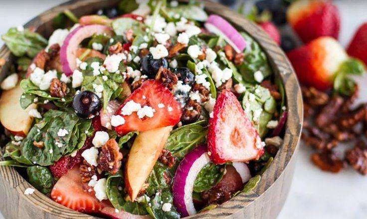 Salade d'épinards, fraises, pommes et noix... Une salade qui sort de l'ordinaire!