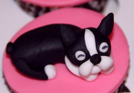 Boston Terrier Cupcakes, I soooo want these for my Birthday!! I have got to find these little Boston Terrier Edible Figures!!!!