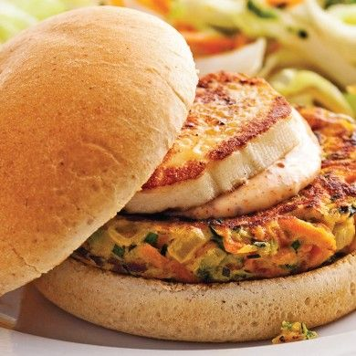 Burgers aux galettes de légumes et fromage grillé - Recettes - Cuisine et nutrition - Pratico Pratique