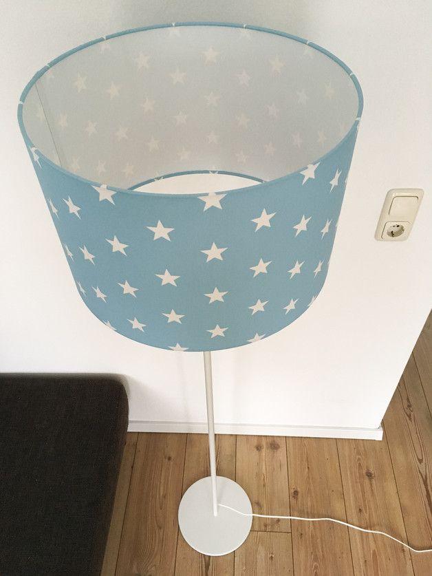 Eine zeitlose stehlampe in tollem design blauer for Sternen lampe kinderzimmer