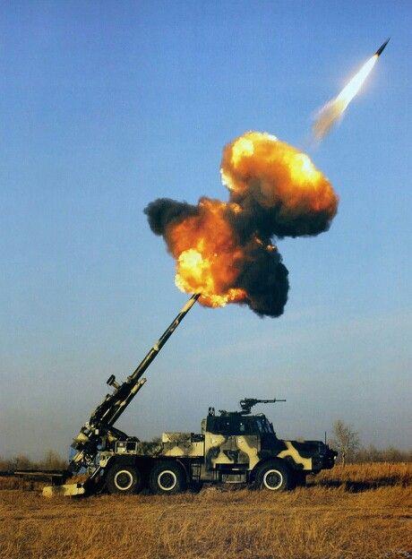 Motorized howitzer firing the main gun!