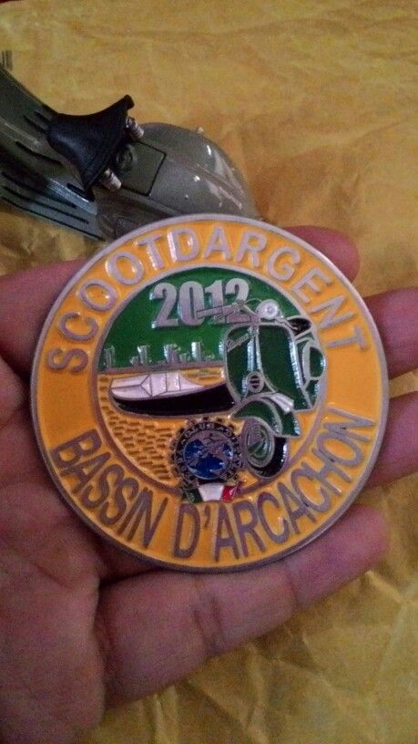 Badge vespa scootdargent vespa club italia Size.6 to 6.cm
