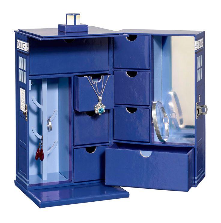 Doctor Who Schmuckkasten Tardis  Cooles Schmuckkästchen aus der berühmten RV-Serie `Doctor Who`  - Material: beschichtete Pappe - Größe: 22 x 13 x 13 cm - Mit 7 Schubladen, 3 Metallhaken, 1 Ringhalter, 1 Spiegel Doctor Who Schmuckkästchen - Hadesflamme - Merchandise - Onlineshop für alles was das (Fan) Herz begehrt!