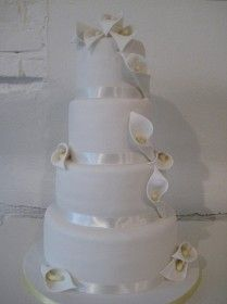 wedding cake: Purity in white