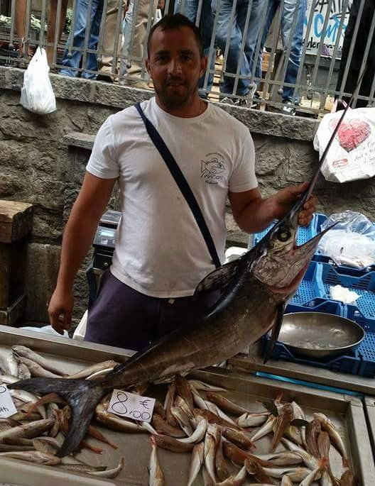 il nostro #pescatore Lorenzo con un #pescespada #altropesce