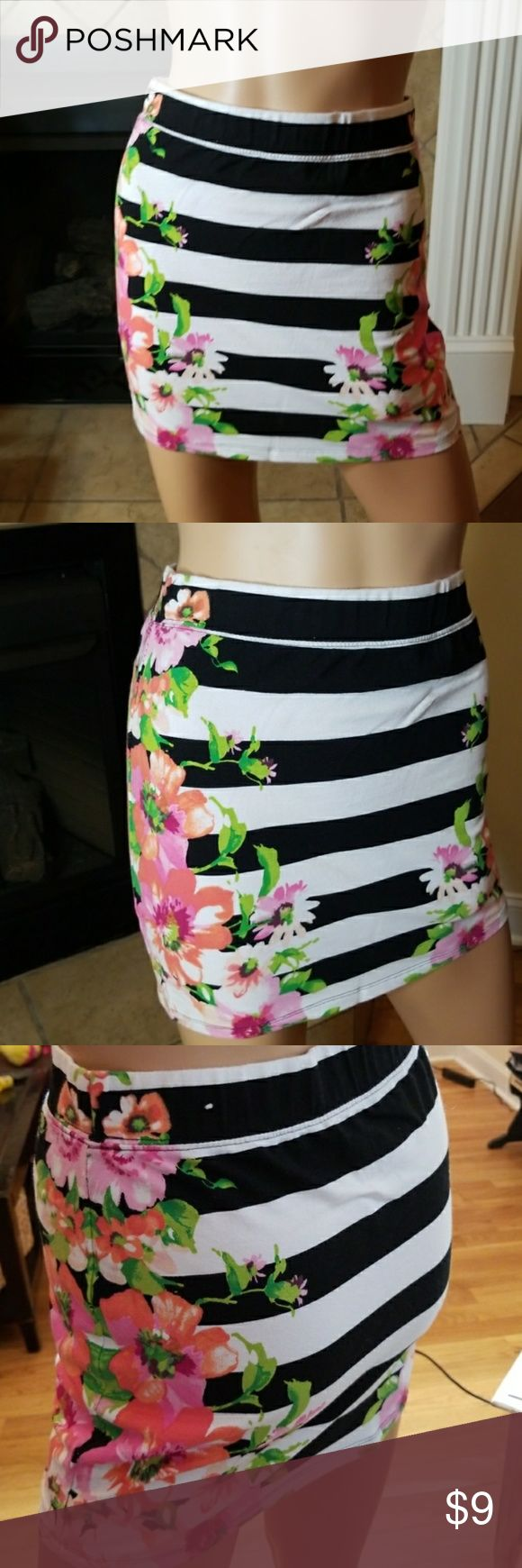 🎈5 for $15🎈AERO FLORAL STRIPE MINI SKIRT 🎈5 for $15🎈- Bundle any 5 items marked 5 for $10 and offer $15!  Also CHECK OUT my  🦄5 for $15🦄, 💋3 for $24💋 🦄3 for $50🦄 &♥️10 for $10♥️ SALE!  Why SHOP MY Closet? 💋Smoke/ Pet Free 💋OVER 1000 🌟🌟🌟🌟🌟RATINGS 💋POSH AMBASSADOR &TOP 10% Seller  💋TOP RATED 💋 FAST SHIPPER   💋BUNDLES DISCOUNT 💋EARN VIP DOLLARS W/ EVERY PURCHASE ❤HAPPY POSHING!!! 💕 Aeropostale Skirts Mini
